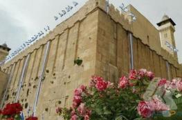 مستوطنون يرفعون أعلام إسرائيل على جدران الحرم الإبراهيمي