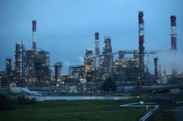 النفط يرتفع بعد انخفاض مفاجئ في الخام الأميركي