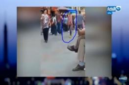 فيديو لفتاة عشرينية تتحرش بالشباب وسط القاهرة