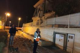 بالفيديو: إطلاق صاروخ من غزة أصاب منزلا في بئر السبع .. واسرائيل ترد بقصف عنيف في القطاع