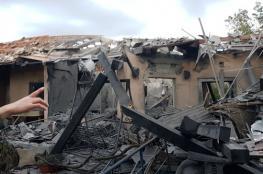 7 اصابات في سقوط صاروخ على منزل شمال تل ابيب (فيديو)