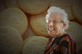 في كاليفورنيا.. صنعت الحلوى من جثة جدتها وقدمتها لزملائها!