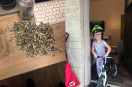 طفل أمريكي يضع مدّخرات والديه في ماكينة