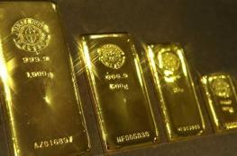 الذهب يرتفع مع تراجع الدولار بعد بيانات أميركية ضعيفة