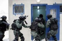 إصابة 15 أسير.. طعن جنديين إسرائيليين في سجن