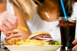 5 مشروبات احذري تناولها مع الأكل