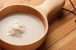 5 فوائد لماء الأرز لا غنى عنها.. ينظف الوجه وينعم الشعر