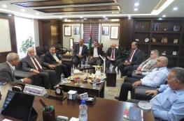قلقيلية : وزير الزراعة ومحافظ قلقيلية يبحثان تعزيز التعاون المشترك.