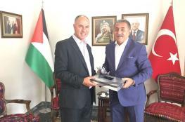 السفير الفلسطيني في تركيا فائد مصطفى يبحث سبل تسهيل اجراءات الحصول على التأشيرة وتقليص المدة الزمنية