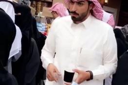 وسامة شاب سعودي يبيع الكعك في مهرجان الجنادرية تثير الجدل في السعودية