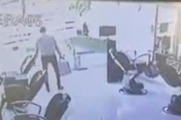 فيديو للص سيئ الحظ.. سرق محلا بمصر وسقط جثة عند بابه