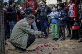 في مشهد حزين..دفن الأشبال الأربعة الذين نفقوا (من البرد) في قطاع غزة