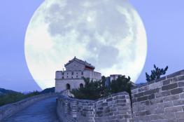 """مدينة صينية تخطط لإطلاق """"قمر بديل"""" يبعث ضوءاً ساطعاً ينير المدينة بأكملها!"""