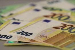 اليورو ينخفض لأدنى مستوى في أسبوع