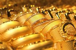 الذهب يستقر ويراقب تطورات