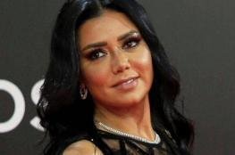 """فستان رانيا يوسف """"الهوت شورت"""" الشهير في امتحان جامعي.. ما حدث أذهل الطلاب"""
