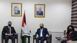 فلسطين وبريطانيا تبحثان آليات تطوير العلاقات الاقتصادية والتجارية بين البلدين