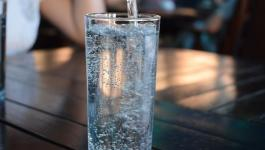دراسة توضح تأثير شرب كوب من الماء صباحا
