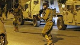 قوات الاحتلال تداهم منازل وتعتقل  4 شبان بقرية كوبر شمال رام الله