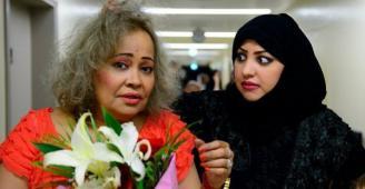 ممثلة سعودية تبيع (الكبدة) في الشارع من أجل أولادها