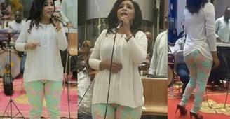 بعد فضيحة بنطالها..ماذا قالت الفنانة السودانية منى مجدي في أول ظهور لها؟