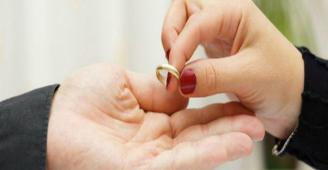 بعد إنجاب 9 أطفال.. رجل يكتشف خيانة زوجته لمدة 35 عاما