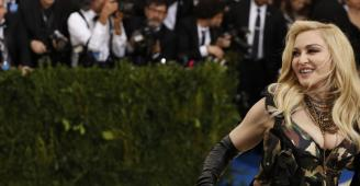 المعجبون يهاجمون مادونا على وجهها الجديد الصادم:(تبدو كالدمى)