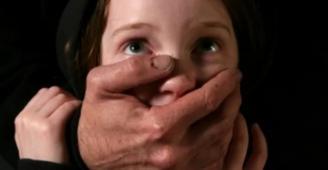 أب يغتصب طفلته 3 سنوات في مصر: