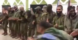 شاهد: جنود كتيبة إسرائيلية يرقصون الدحية الفلسطينية
