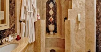فضيحة وهلع.. عيون الكاميرات تخترق حمام نساء في المغرب