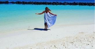 صور: داليا البحيري تستمتع بوقتها على الشاطئ بطلة