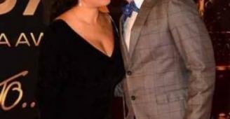 أحمد الفيشاوي يقبل زوجته مرة ثانية على السجادة الحمراء