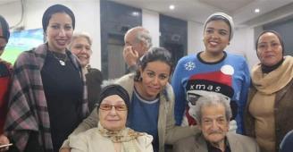 بعد قصة حب استمرت 67 عاما.. صحافي سيتزوج خطيبته السابقة!