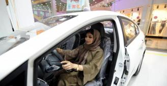 وكالات السيارات تخصص صالات عرض للنساء وعائلاتهن فقط