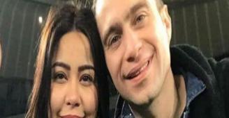 شيرين وحسام حبيب بملابس الإحرام أمام الكعبة (صورة)