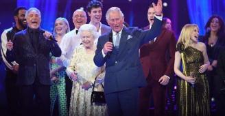 الملكة إليزابيث تحتفل بعيد ميلادها الـ92 وسط المشاهير