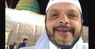 """محمد هنيدي من المسجد النبوي: """"صلوا على الحبيب"""""""