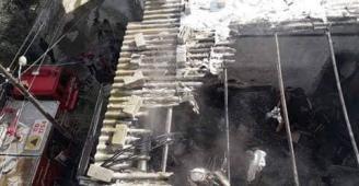 صور: وفاة 3 أطفال في حريق في منزلهم في رفح