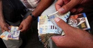 الحكومة تقرر رفع نسبة صرف رواتب الموظفين بالضفة وغزة لـ 60%