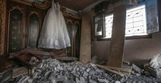 بمبادرة على الفيسبوك..الغزيون يحيون أمل فادي الغزالي وعروسه السورية بعد تدمير الاحتلال لمنزلهما
