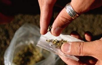 السقوط في مستنقع المخدرات: إحصائيات مخيفة.. ومخاطر مجتمعية