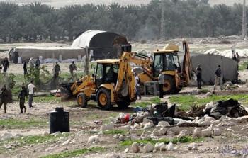 سلطات الاحتلال تستولي على معدّات بناء ومركبة جنوب الخليل