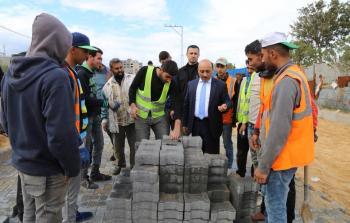 الوزير الحساينة يتفقد أعمال التأهيل والتطوير في شارع 10 جنوب شرق غزة