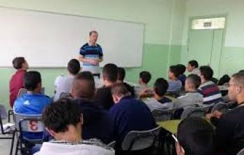 مفوضية رام الله والبيرة تحاضر في مدرسة النبي صالح