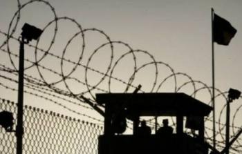 الاحتلال يضاعف معاناة الأسرى في السجون الإسرائيلية