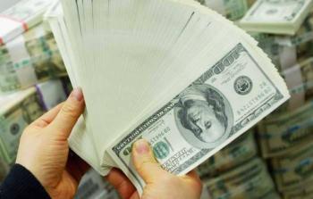 الدولار ينخفض إلى أدنى مستوى في 3 سنوات