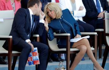 سيدة فرنسا الأولى، ملابسها تساوي مئات آلاف الدولارات!