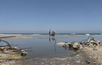 توقفت محطات الوقود في غزة فأغلَقوا الشواطئ لضخ مياه الصرف الصحي في البحر المتوسط