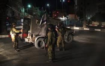إصابات واعتقالات في أوصرين جنوب شرق نابلس وإغلاق مدخل القرية