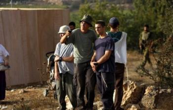 مستوطنون يعتدون على مواطنة ونجلها بالخليل